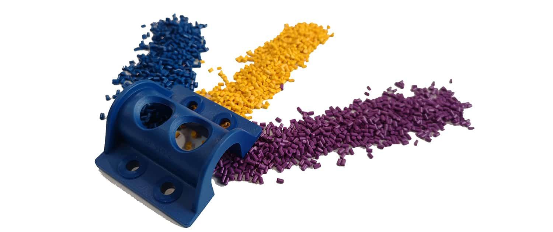 Spritzguss Kunststoffe in blau, gelb, violett